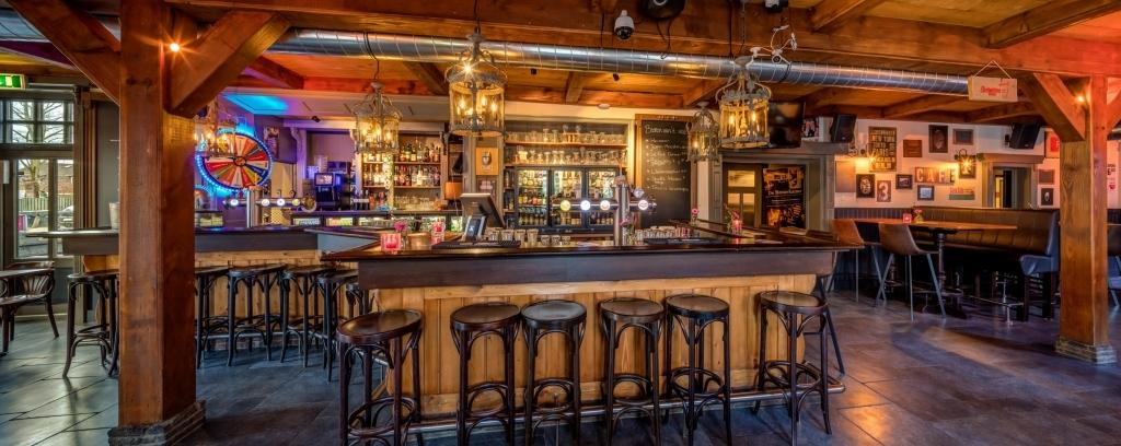 de_bar_van_het_café_de_roode_leeuw_te_zuid-scharwoude