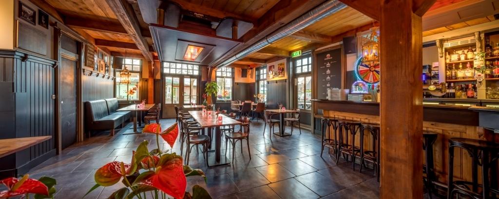 het_café_van_de_de_roode_leeuw_te_zuid-scharwoude
